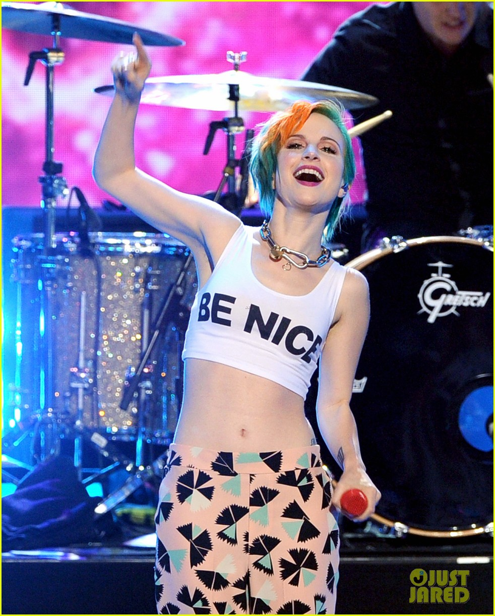 paramore performs aint it fun with jena irene 013119396