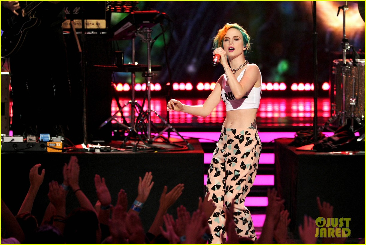 paramore performs aint it fun with jena irene 033119398
