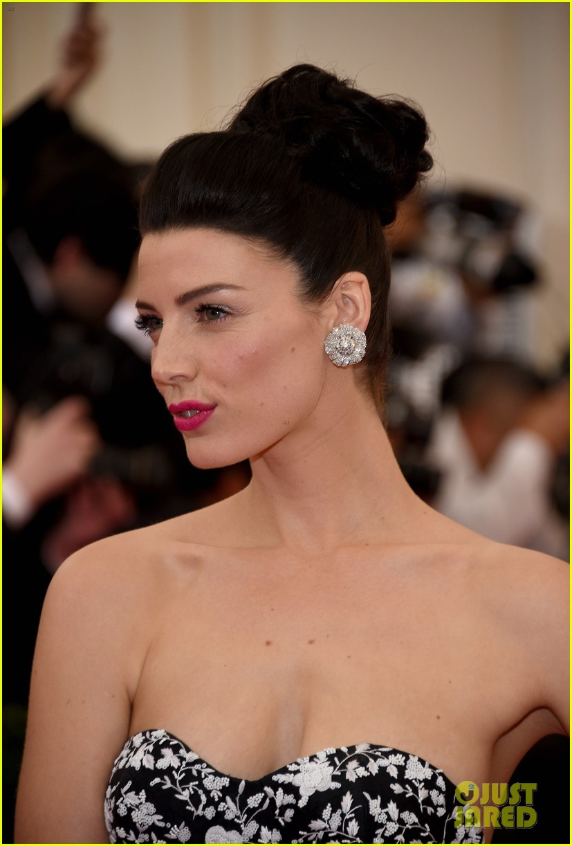 jessica pare met ball 2014 red carpet 023105910