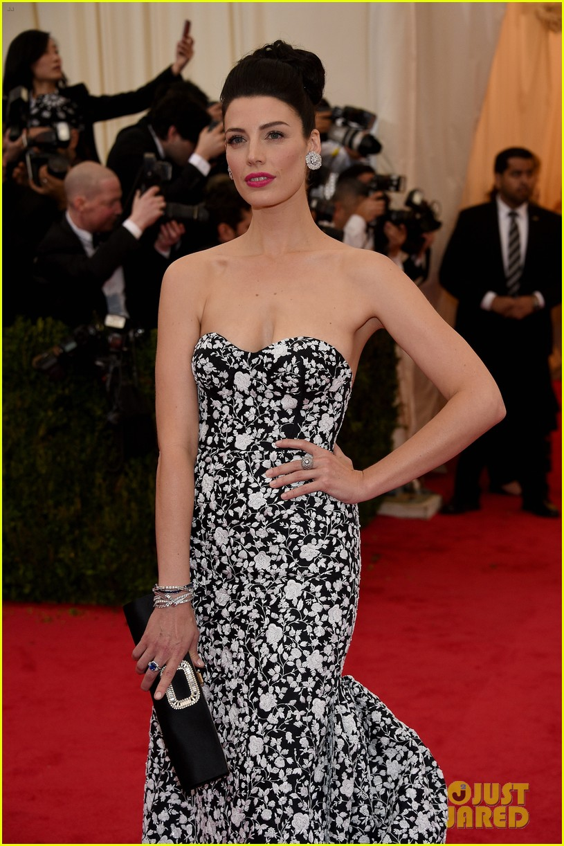 jessica pare met ball 2014 red carpet 043105912