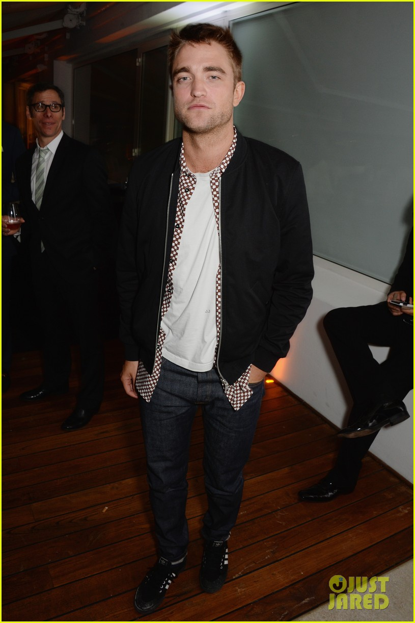 robert pattinson parties with hunger games stars in cannes 053115939