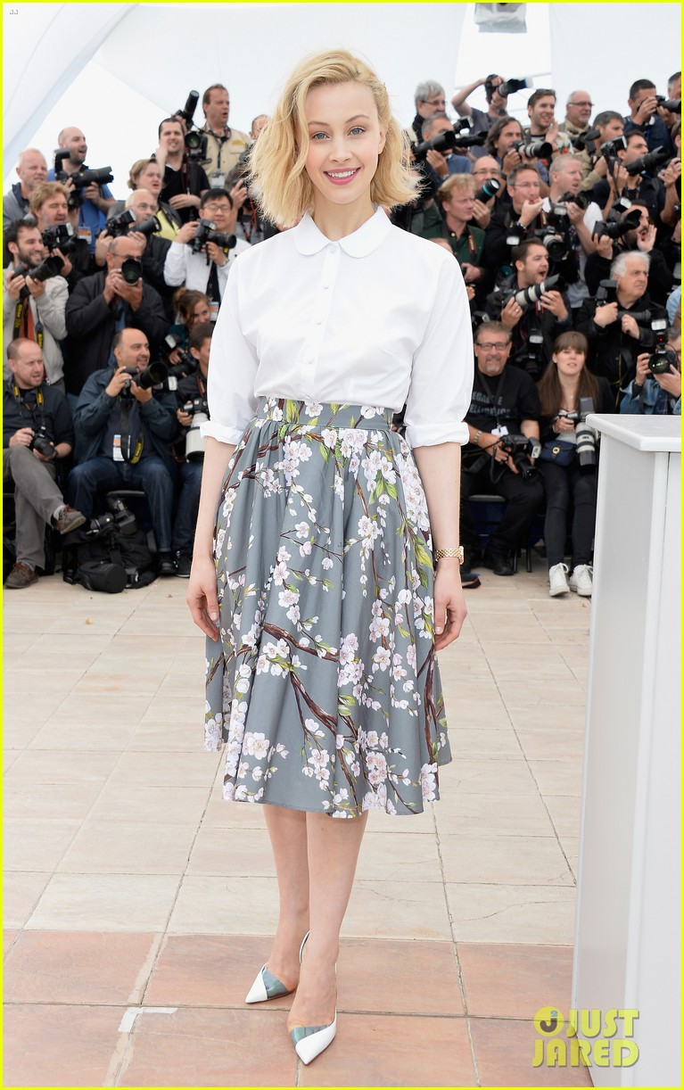 robert pattinson joins julianne moore mia wasikowska at cannes maps to the stars photo call 013117169