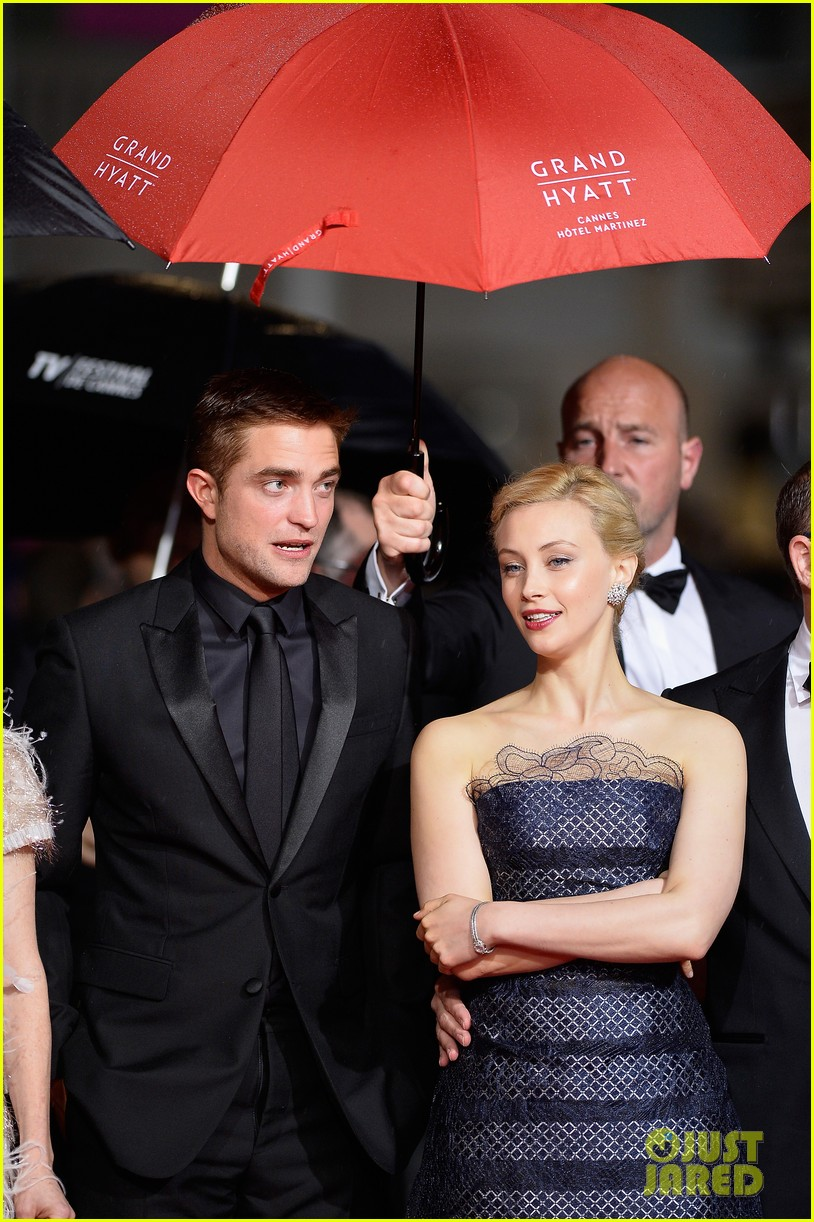 robert pattinson maps to the stars cannes premiere 063117598