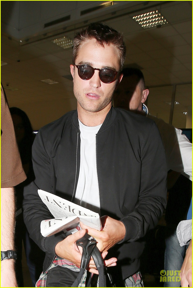robert pattinson flies to nice for cannes 093115221