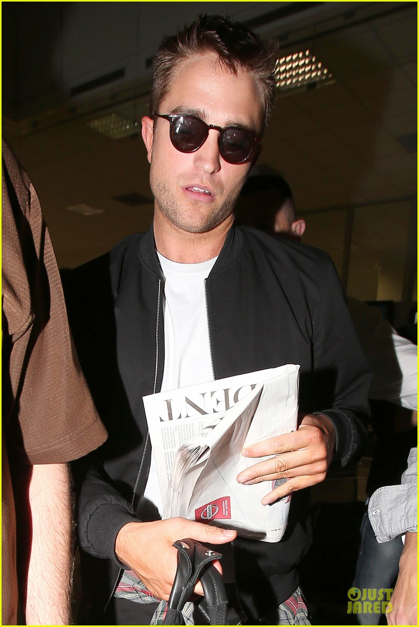 robert pattinson flies to nice for cannes 103115222
