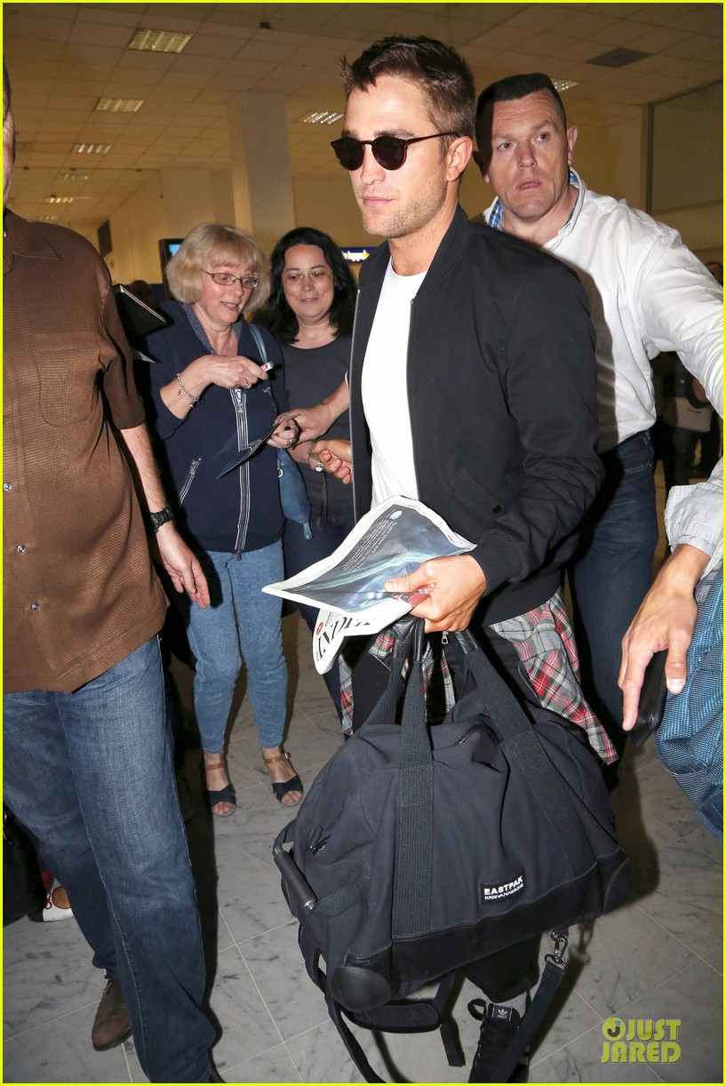 robert pattinson flies to nice for cannes 133115225