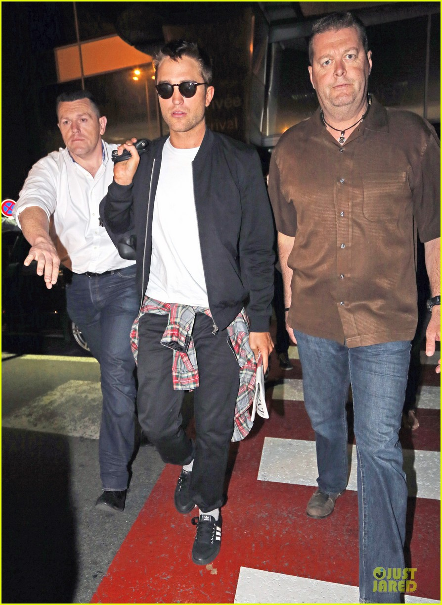 robert pattinson flies to nice for cannes 143115226