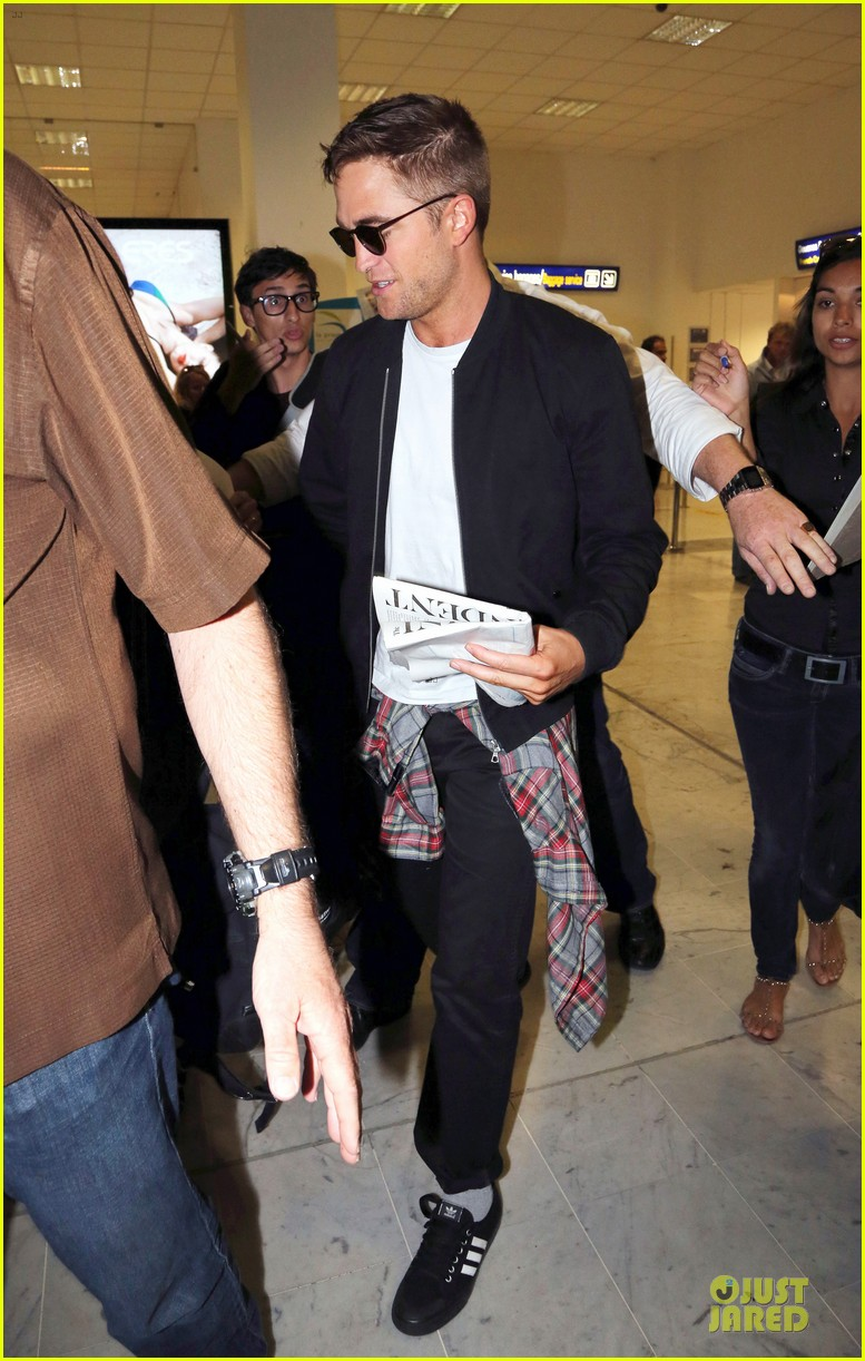 robert pattinson flies to nice for cannes 183115230