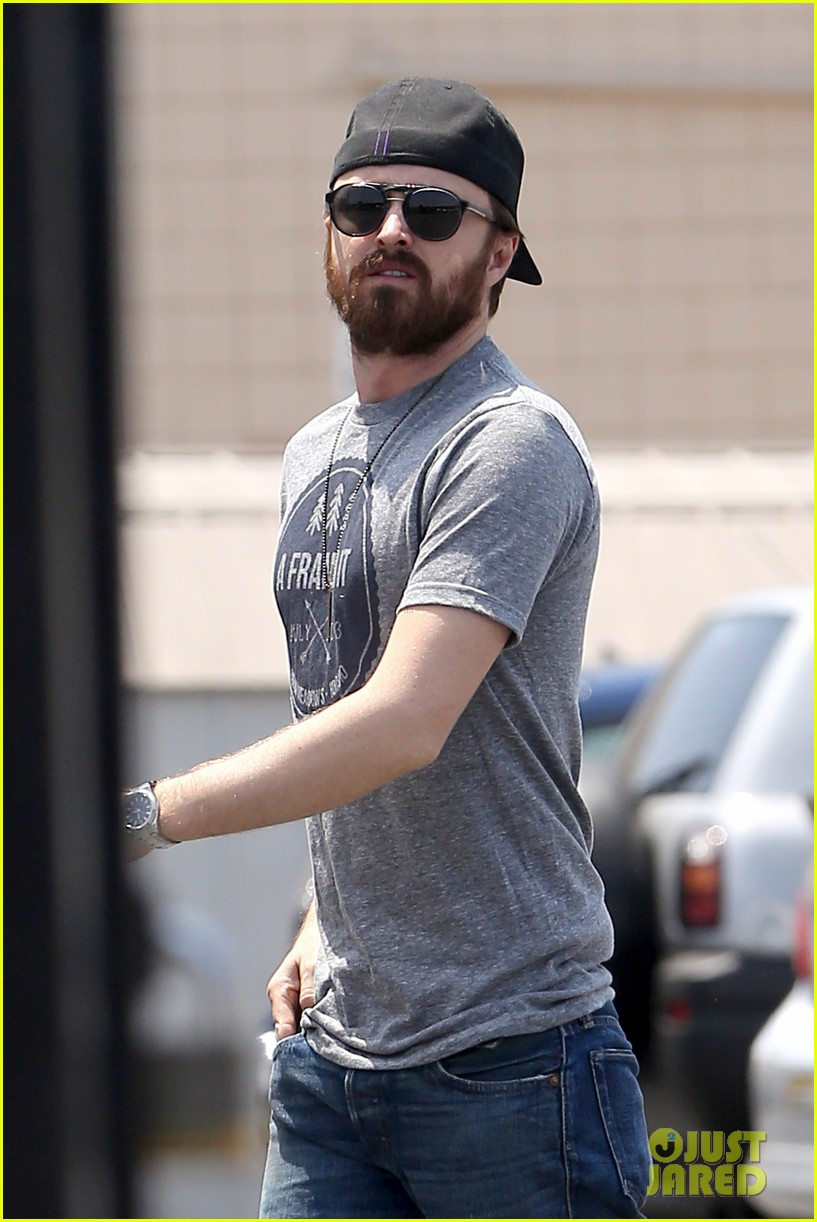 aaron paul sports super scruffy beard on holiday weekend 013122713