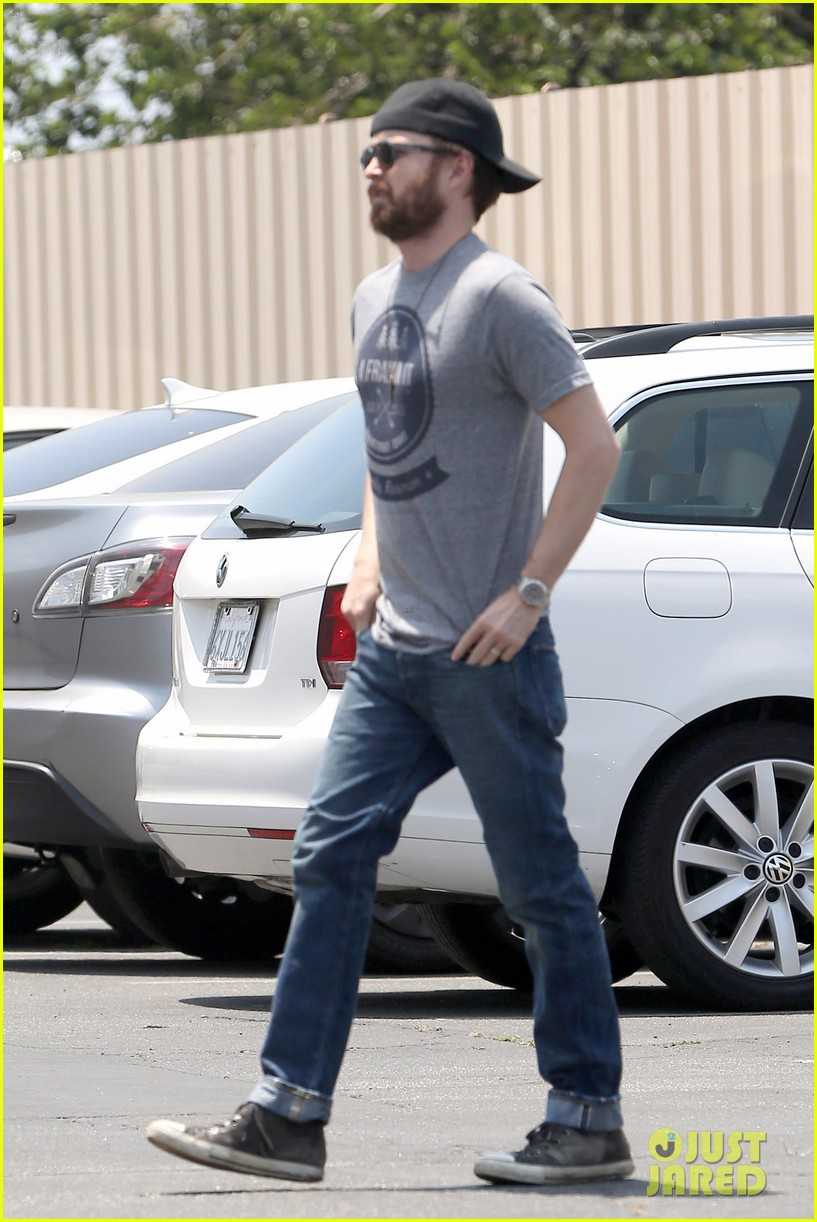 aaron paul sports super scruffy beard on holiday weekend 043122716