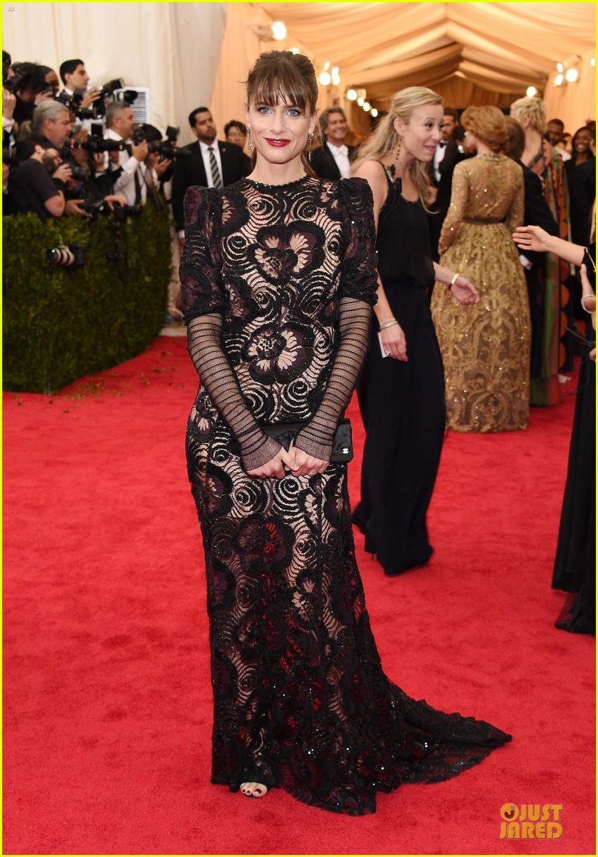 amanda peet fishnet statement at met ball 2014 013106441