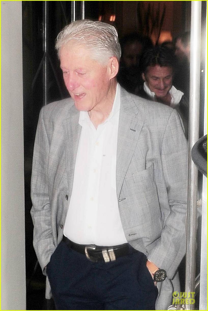 sean penn former president bill clinton 103123441