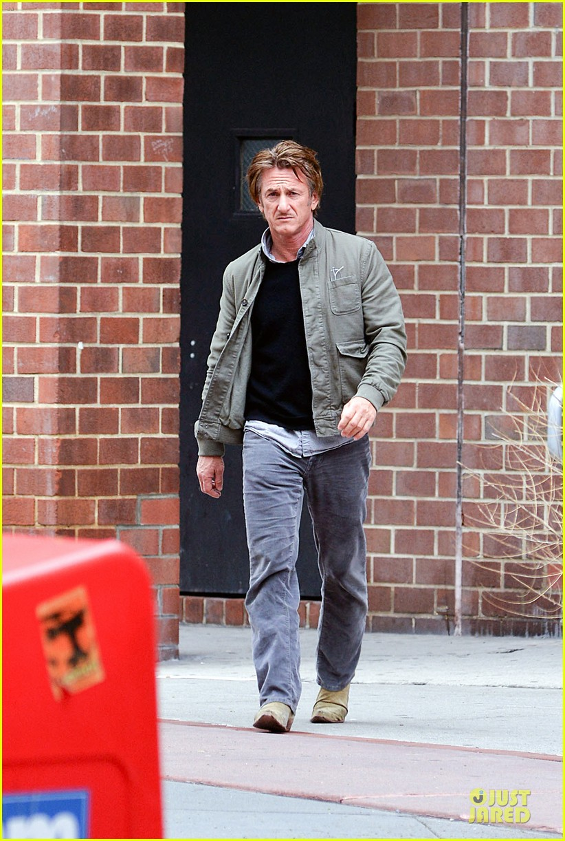 sean penn the gunman gets acquired 053110060