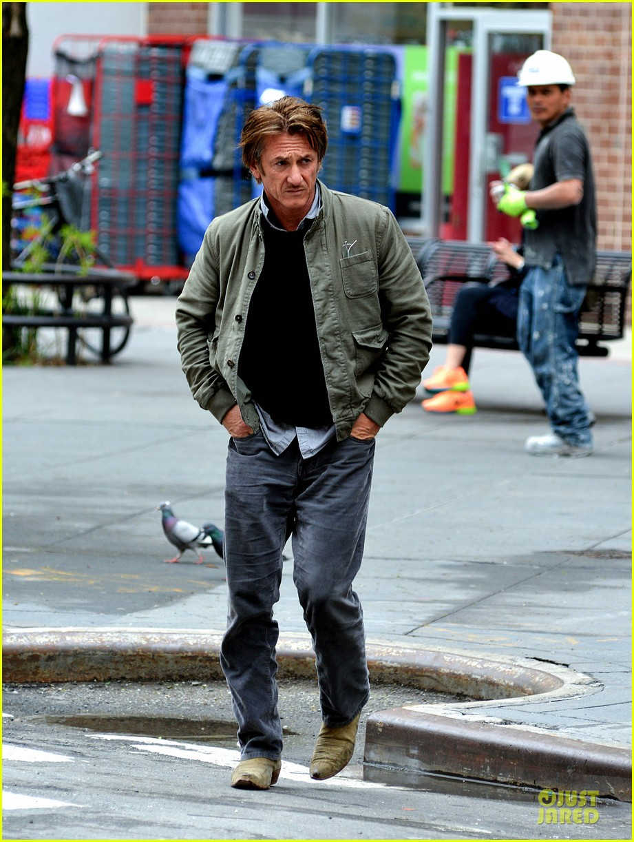 sean penn the gunman gets acquired 103110065
