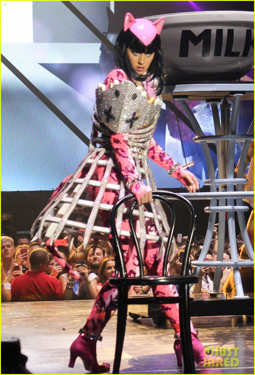 see all of katy perry crazy prismatic tour costumes here 153108222