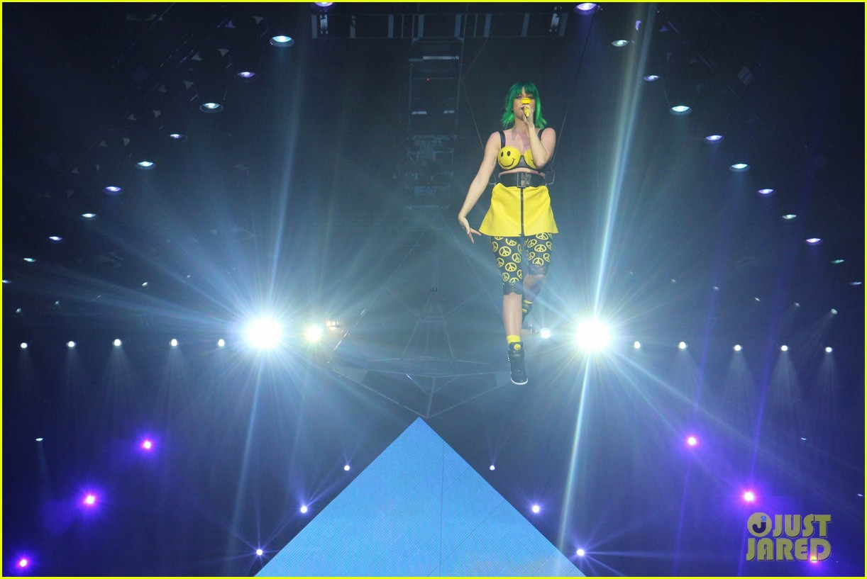 see all of katy perry crazy prismatic tour costumes here 243108231