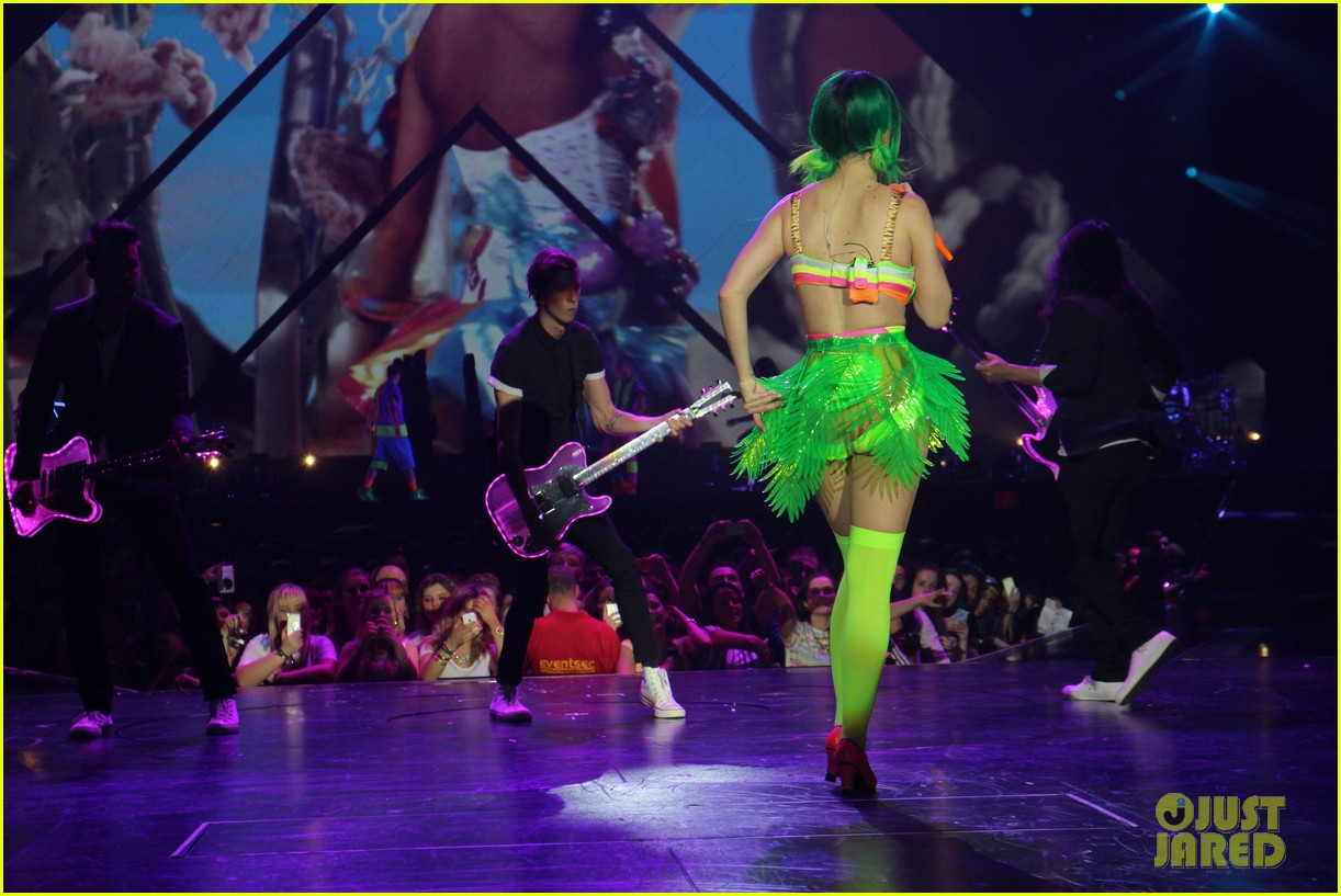 see all of katy perry crazy prismatic tour costumes here 303108237