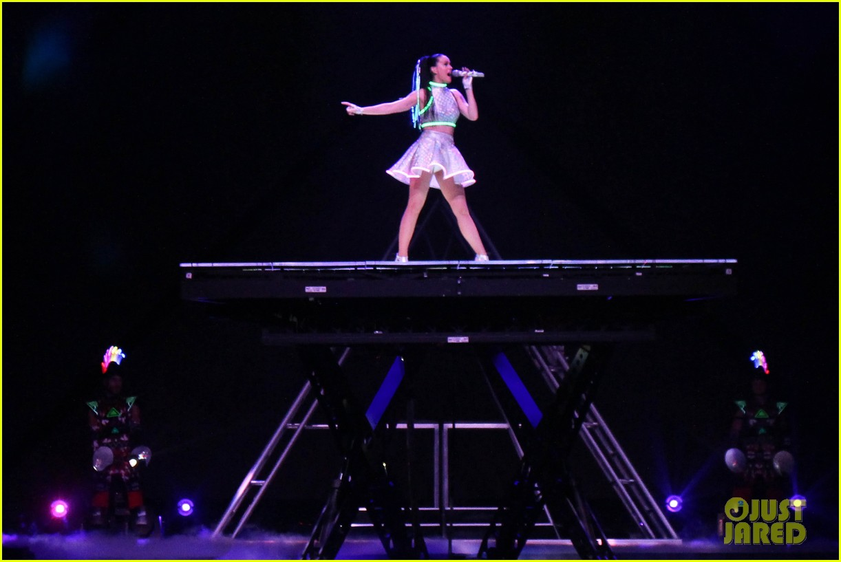 see all of katy perry crazy prismatic tour costumes here 313108238