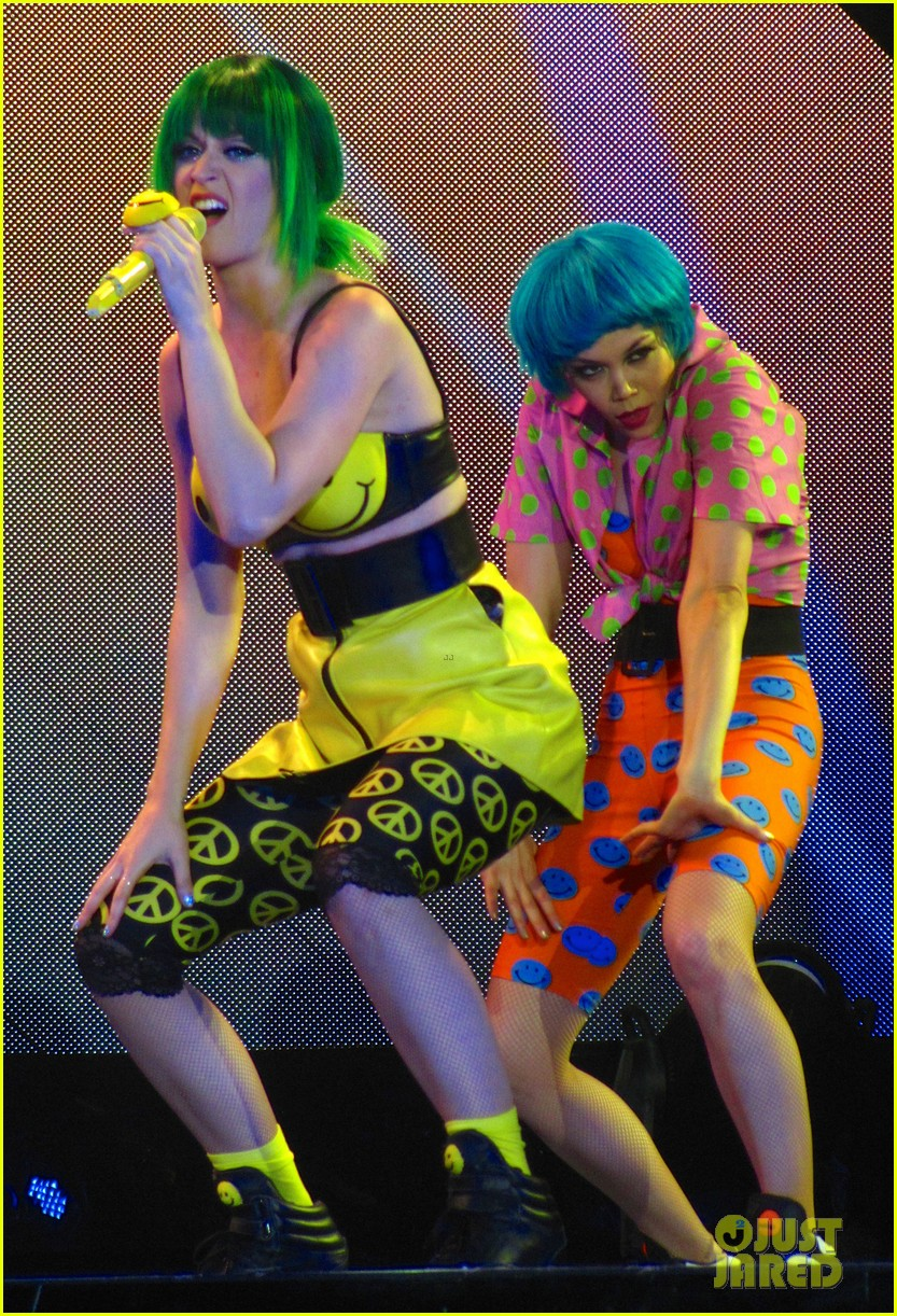 see all of katy perry crazy prismatic tour costumes here 393108246