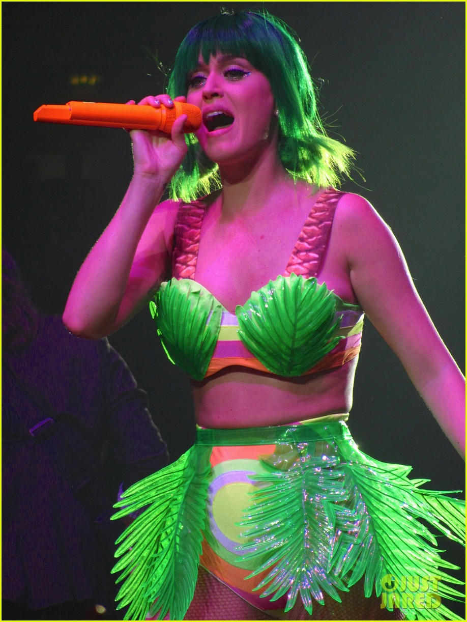 see all of katy perry crazy prismatic tour costumes here 403108247