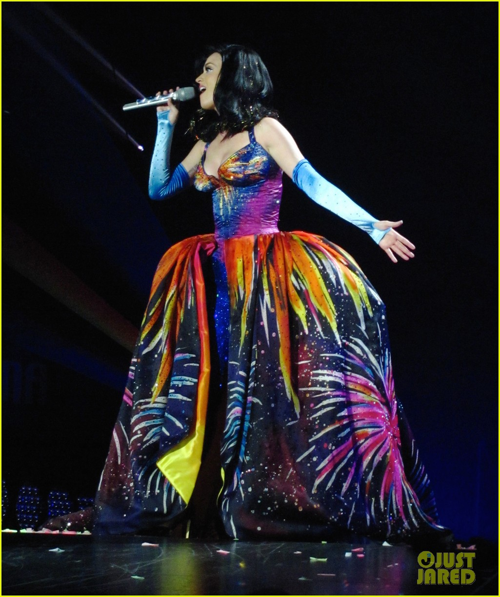 see all of katy perry crazy prismatic tour costumes here 433108250