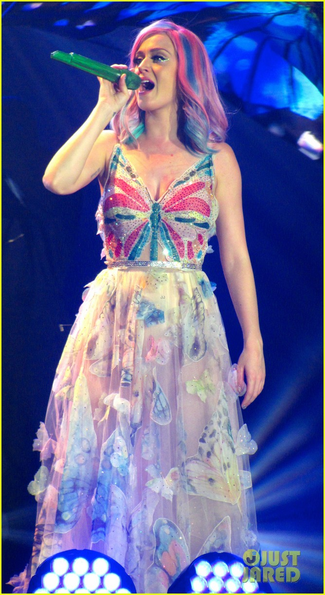 see all of katy perry crazy prismatic tour costumes here 553108262