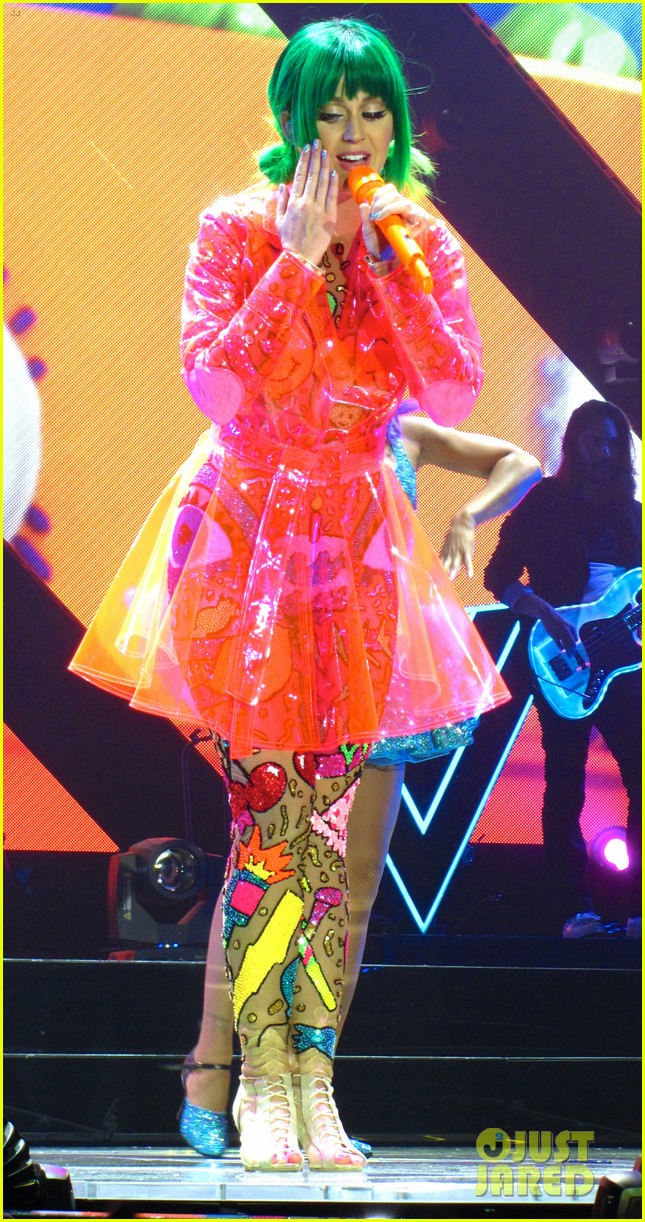 see all of katy perry crazy prismatic tour costumes here 58