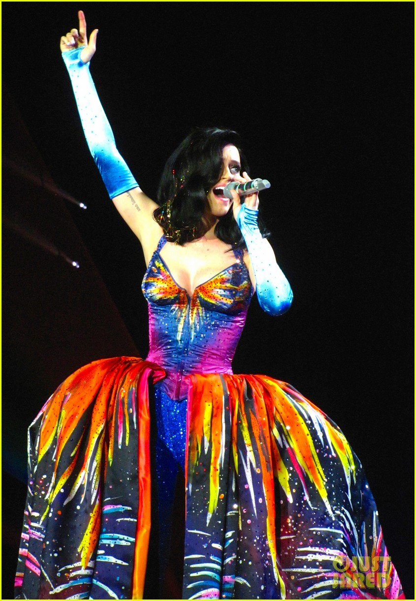 see all of katy perry crazy prismatic tour costumes here 603108267