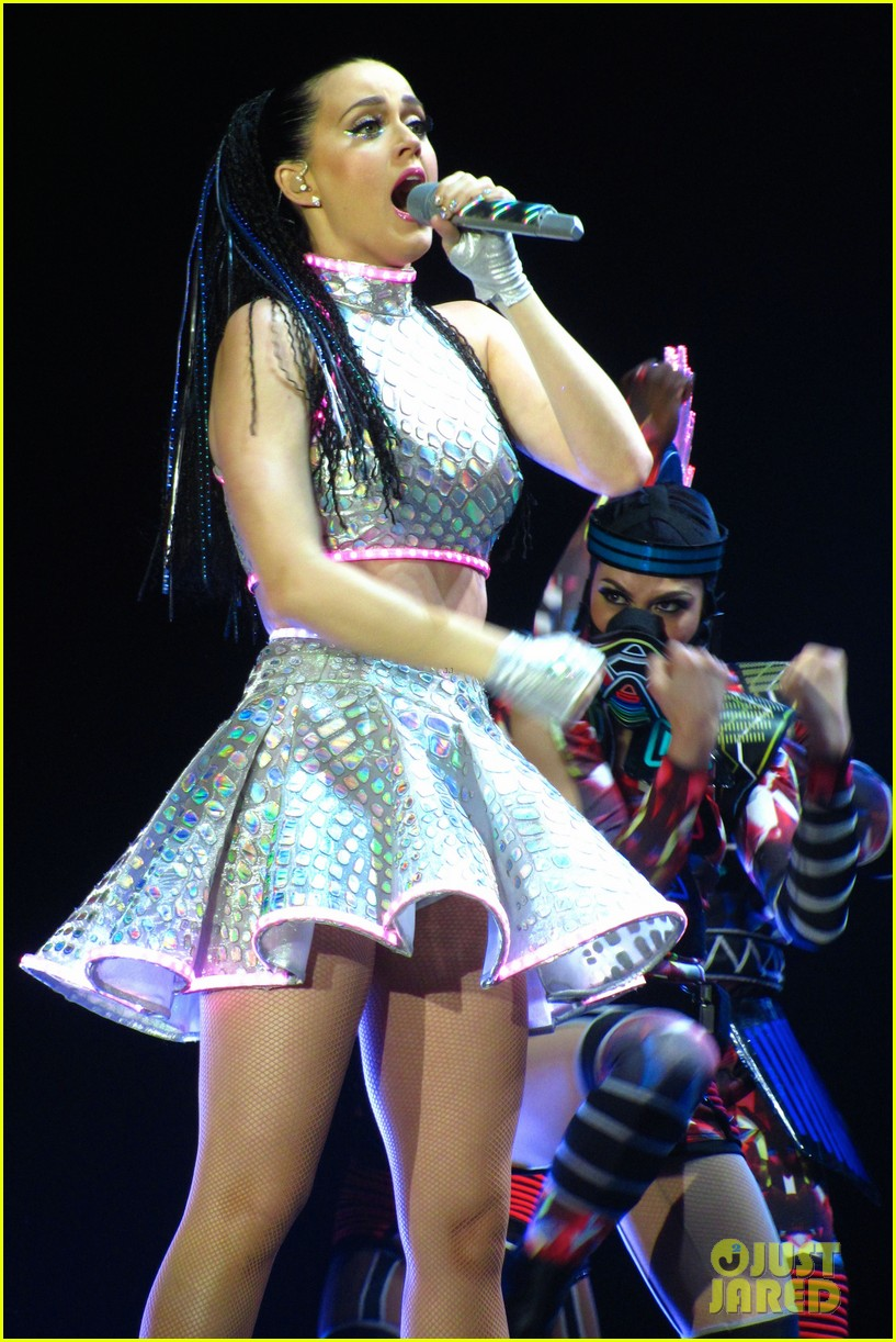 katy perry kicks off prismatic world tour 07
