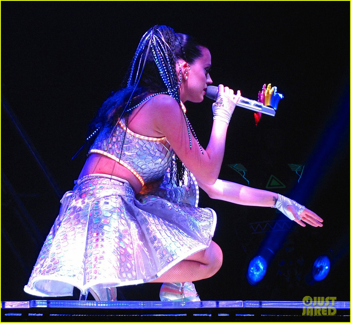 katy perry kicks off prismatic world tour 303108000
