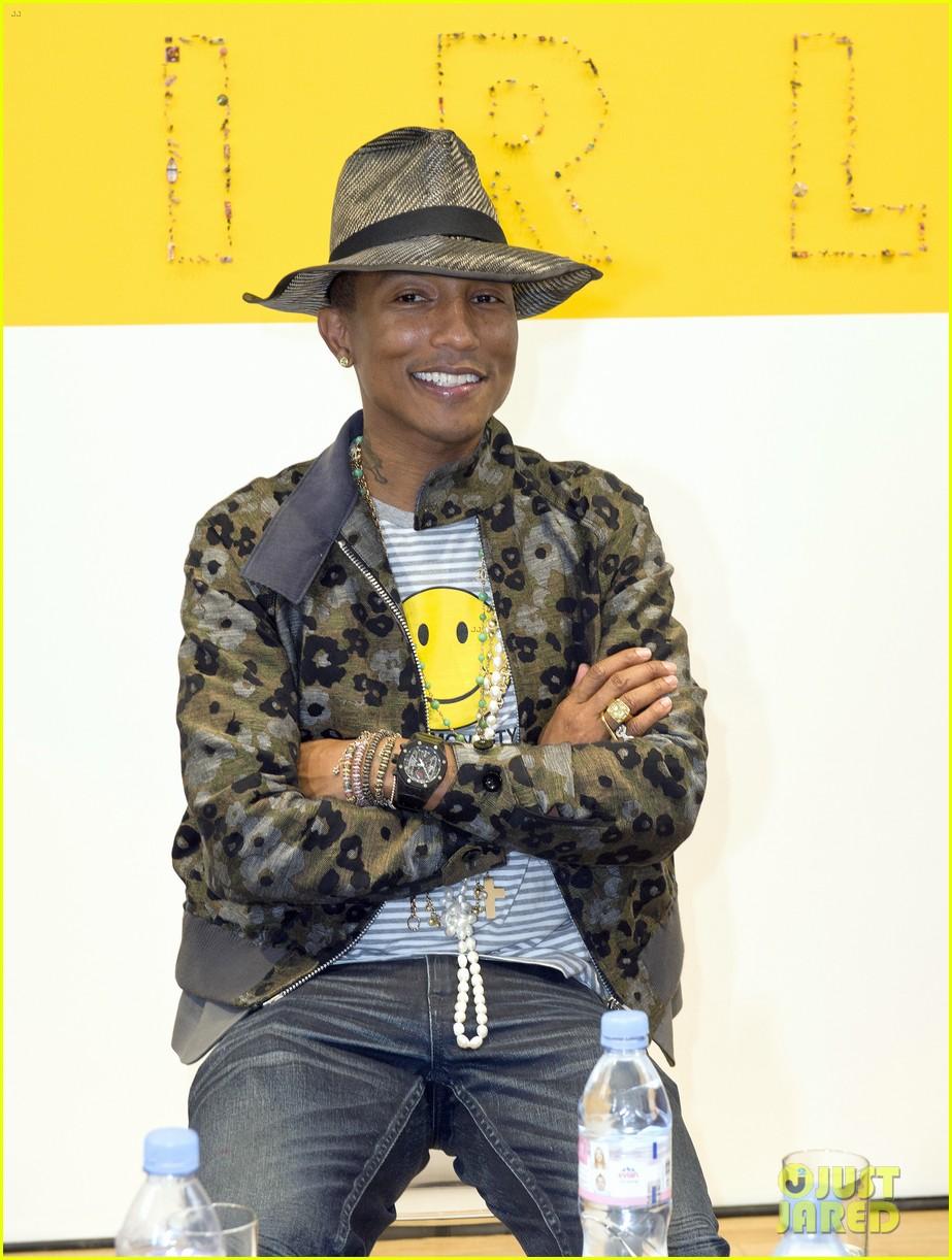 pharrell williams happy shirt paris art gallery opening 023122414