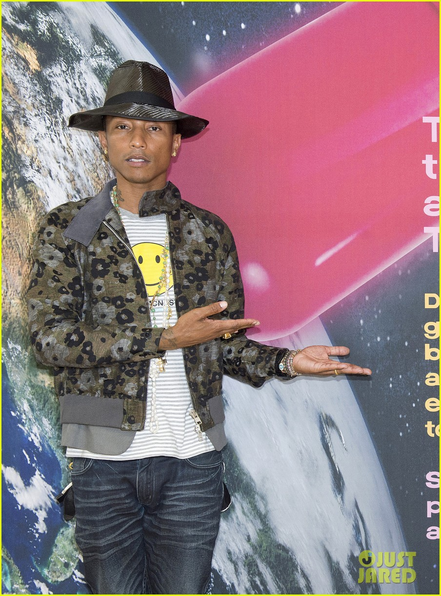 pharrell williams happy shirt paris art gallery opening 033122415