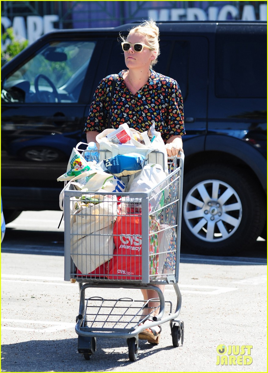busy philipps cant keep from smiling after cougar town gets a renewal 053112402