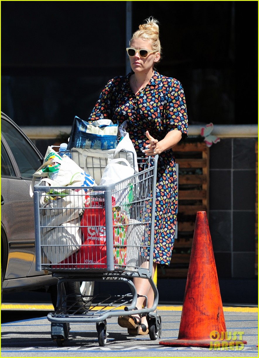 busy philipps cant keep from smiling after cougar town gets a renewal 073112404
