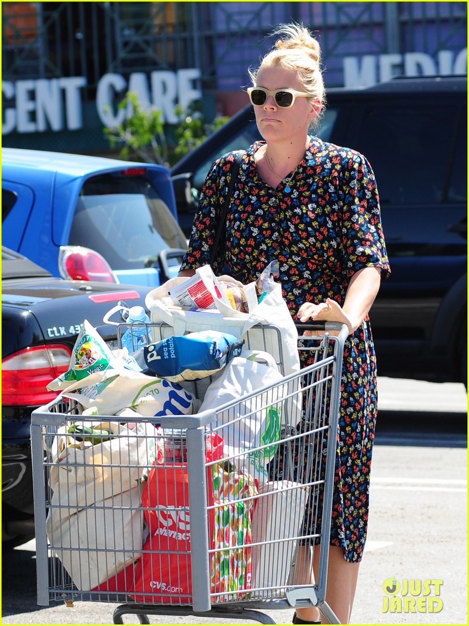 busy philipps cant keep from smiling after cougar town gets a renewal 113112408