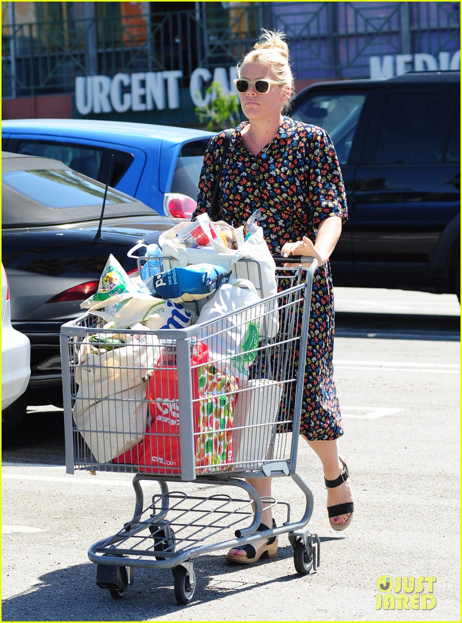 busy philipps cant keep from smiling after cougar town gets a renewal 123112409
