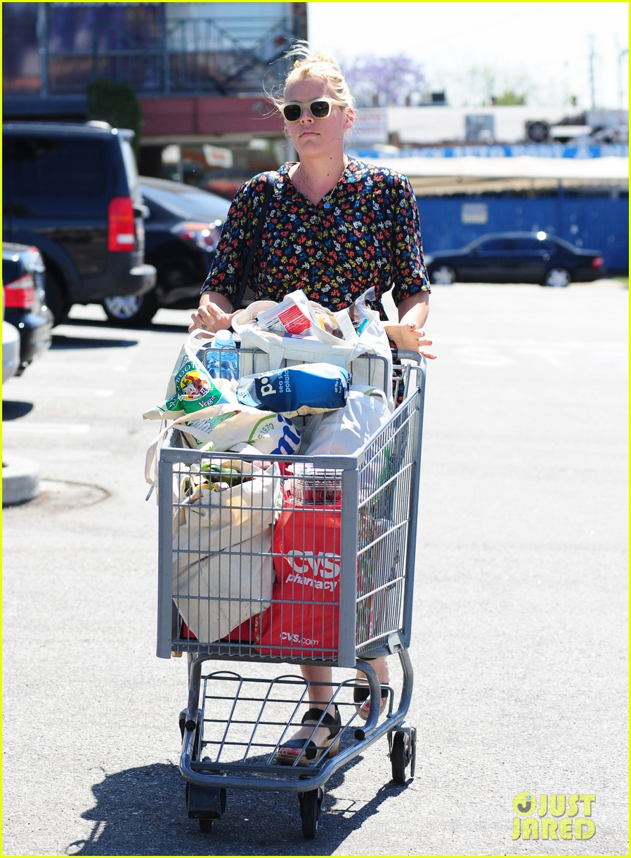 busy philipps cant keep from smiling after cougar town gets a renewal 133112410