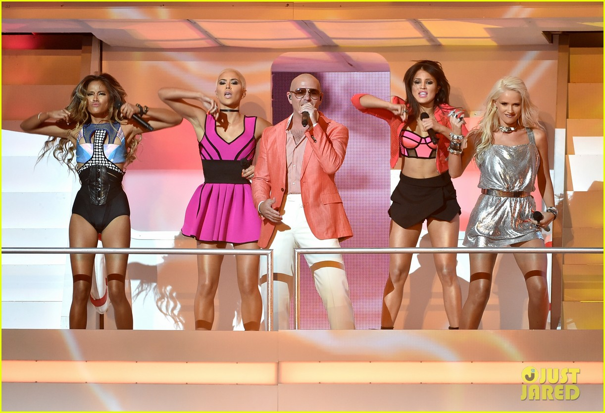pitbull grl iheartradio music awards 2014 15