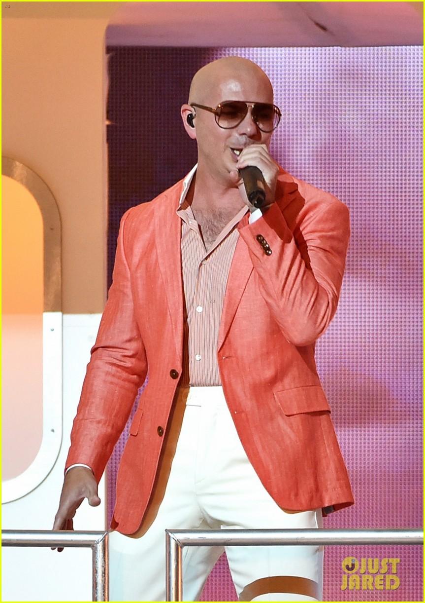 pitbull grl iheartradio music awards 2014 183103365