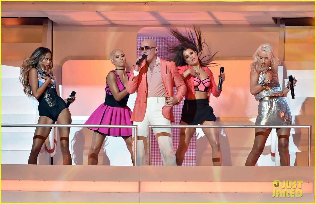 pitbull grl iheartradio music awards 2014 223103369