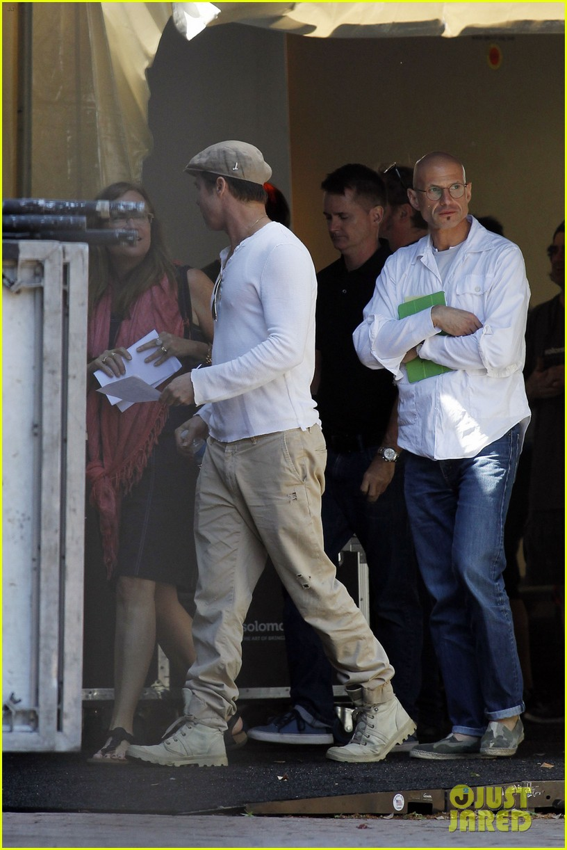 brad pitt preps for the make it right gala in new orleans 043114351