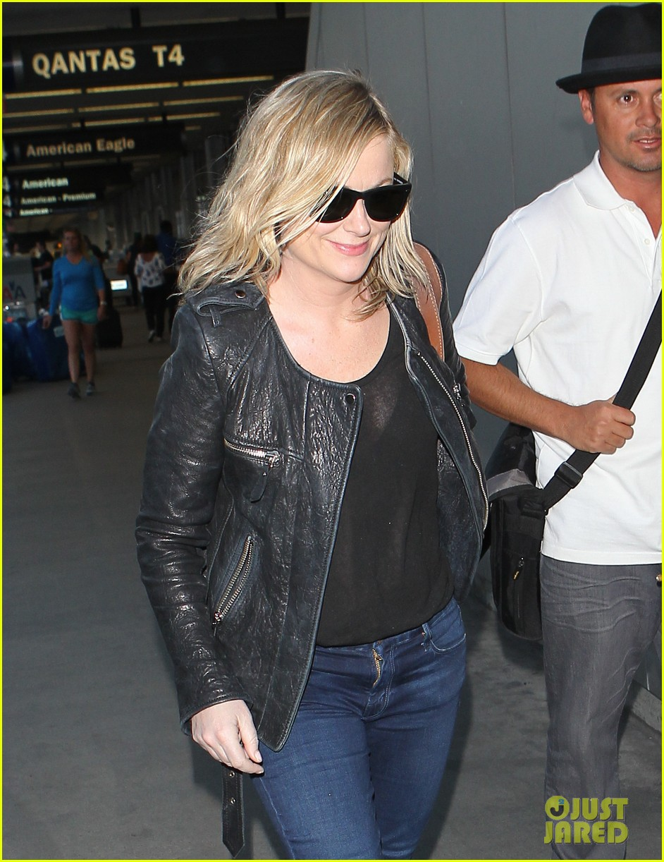 amy poehler back in la after performing at assscat 3000 at ucb 05