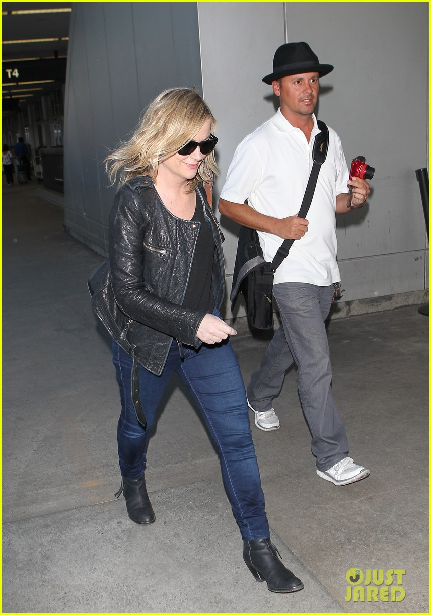 amy poehler back in la after performing at assscat 3000 at ucb 063103085