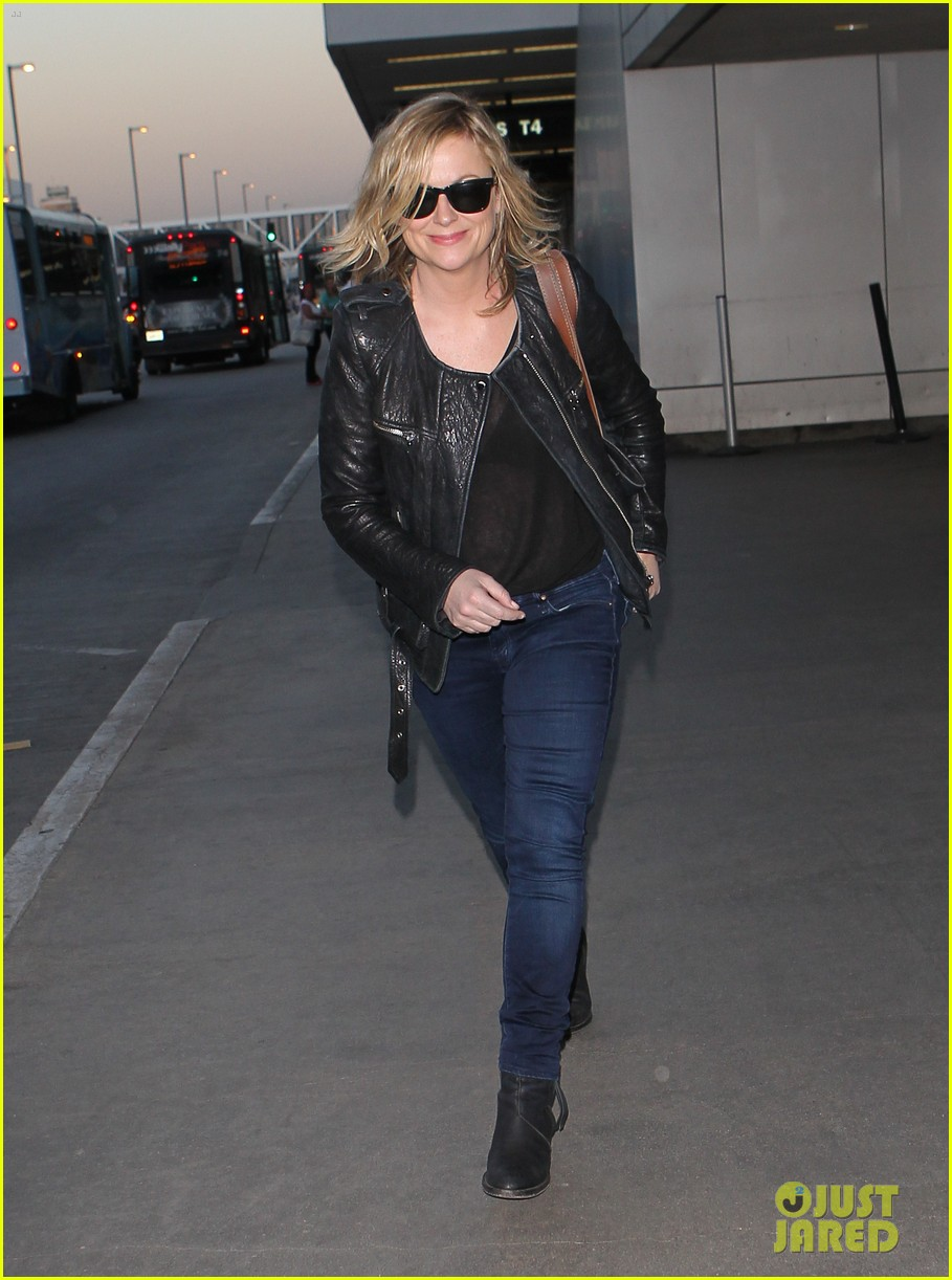 amy poehler back in la after performing at assscat 3000 at ucb 073103086