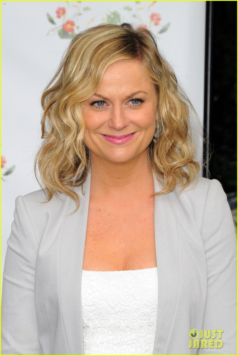 amy poehler drops by bette midler annual spring picnic 063124504