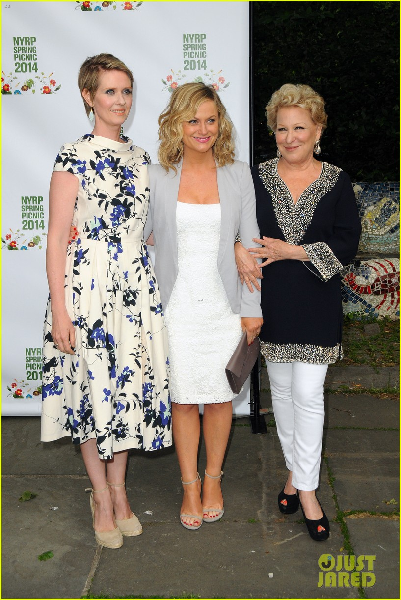 amy poehler drops by bette midler annual spring picnic 073124505