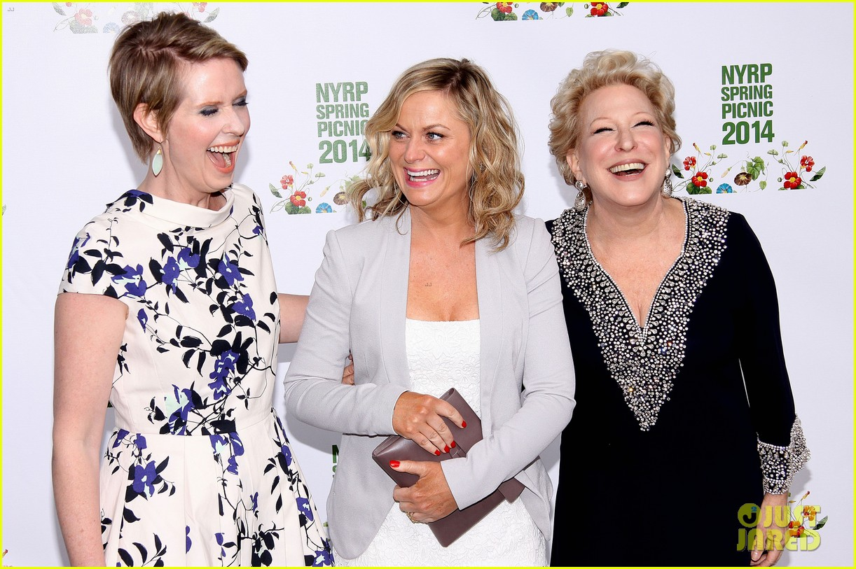 amy poehler drops by bette midler annual spring picnic 12