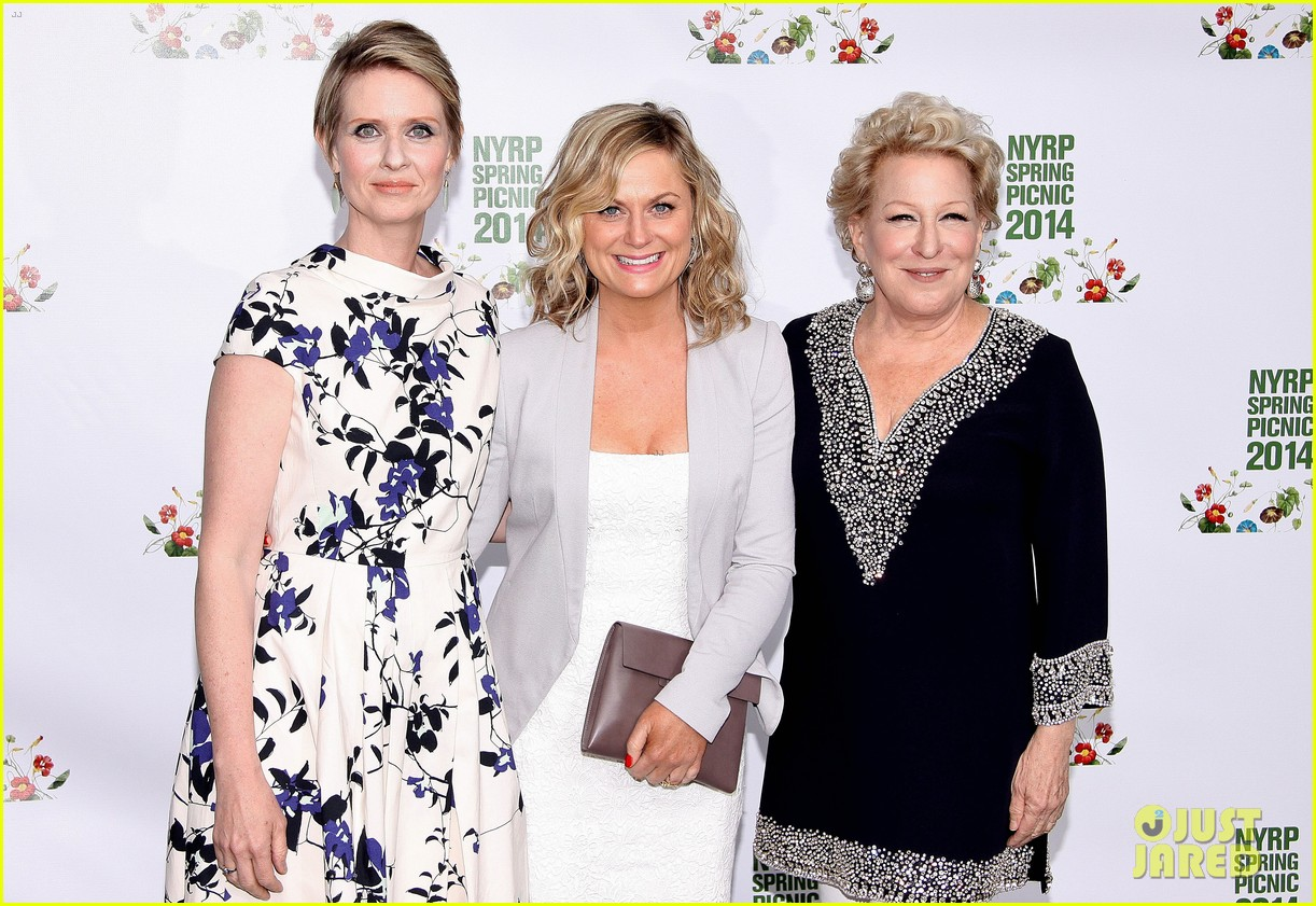 amy poehler drops by bette midler annual spring picnic 133124511