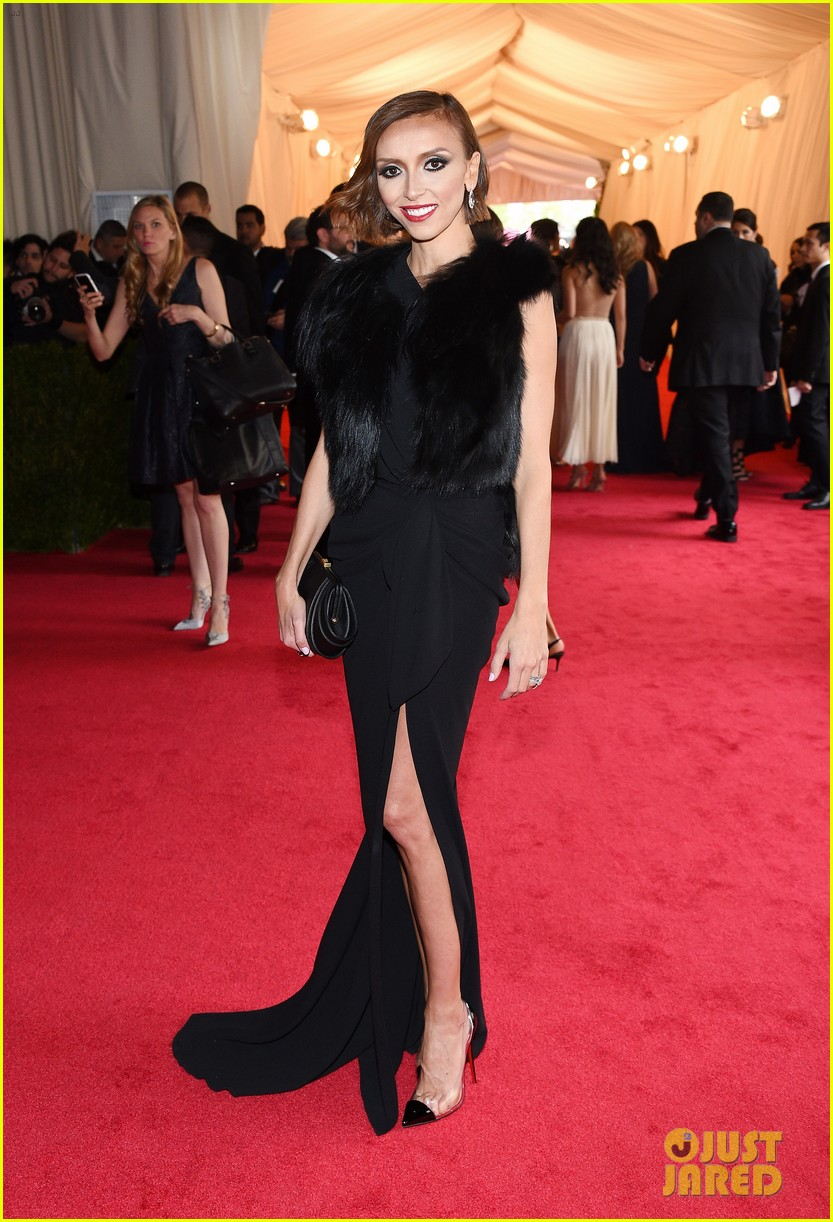 giuliana rancic is woman in black on met ball 2014 red carpet 01