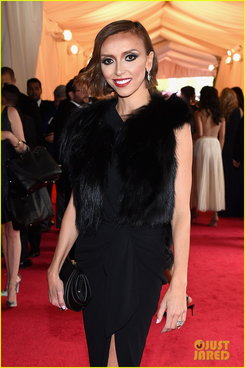 giuliana rancic is woman in black on met ball 2014 red carpet 043105933